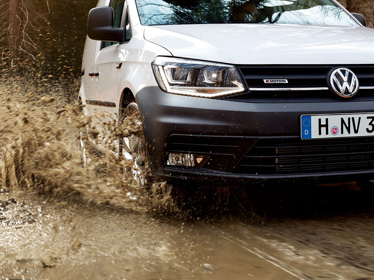 Cdc0458 Vw Caddy Commercial Delivery Van Driving Through Puddle 16X9 2560X1440 2